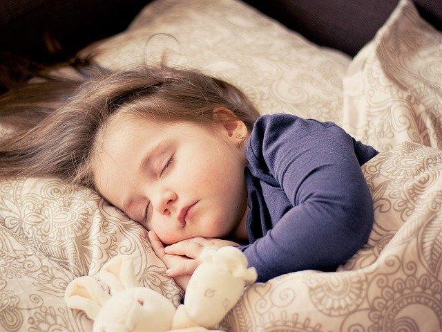 よく寝る子供